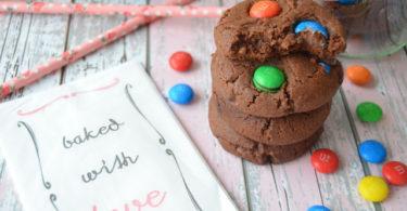 m&m-cikolatali-kurabiye