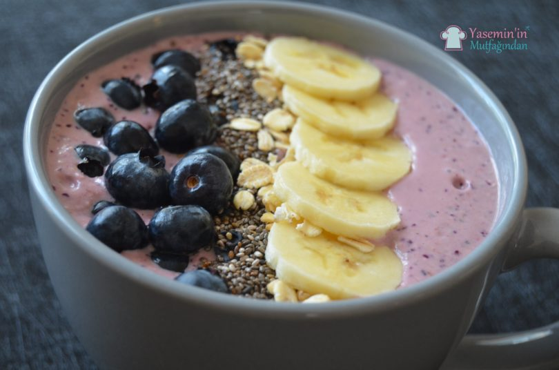 yaban-mersinli-smoothie-bowl