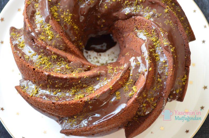 cikolata-soslu-cayli-kek