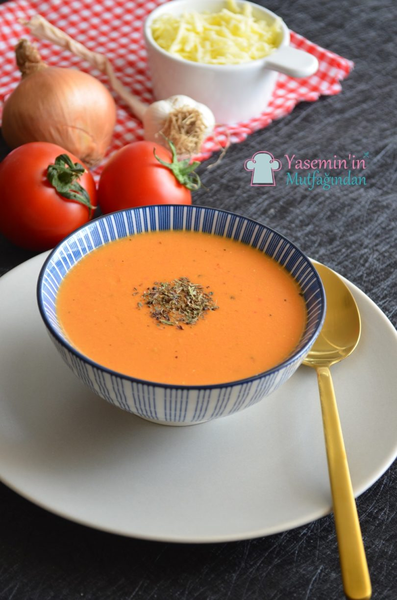 kremali-kozlenmis-domates-corbasi